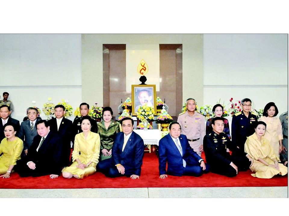 ผู้บัญชาการทหารอากาศ ร่วมคณะนายกรัฐมนตรี ลงนามถวายพระพรพระบาทสมเด็จพระเจ้าอยู่หัว