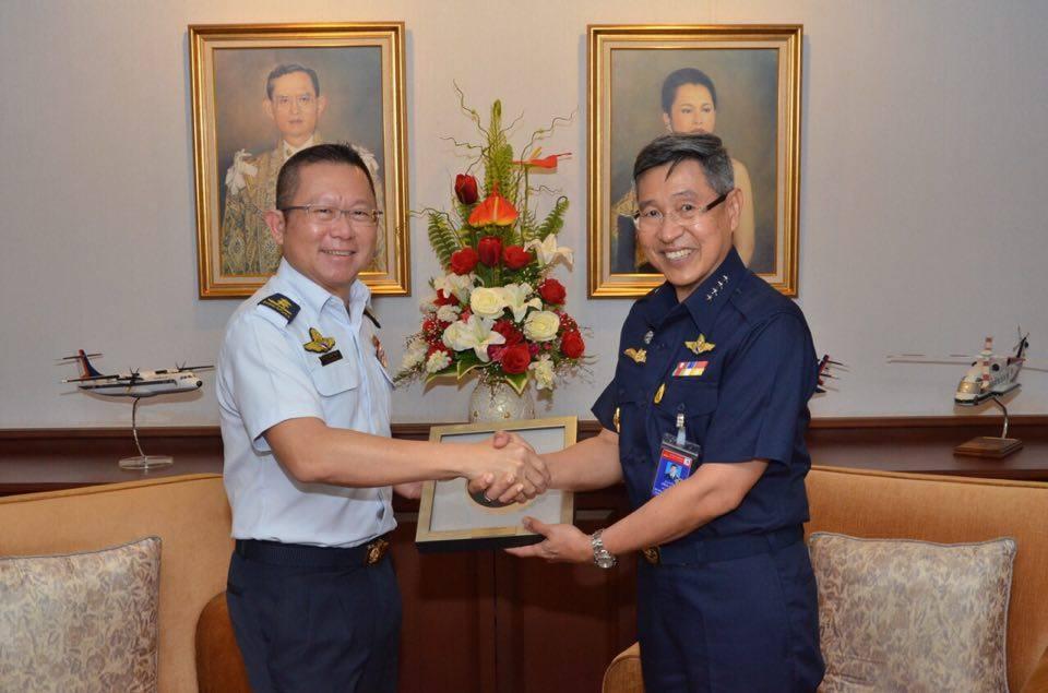 ผู้บัญชาการทหารอากาศ ให้การต้อนรับ  ผู้บัญชาการทหารอากาศสิงคโปร์ในโอกาสเยือนประเทศไทย